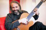 Gabriel Guillén: guitarra