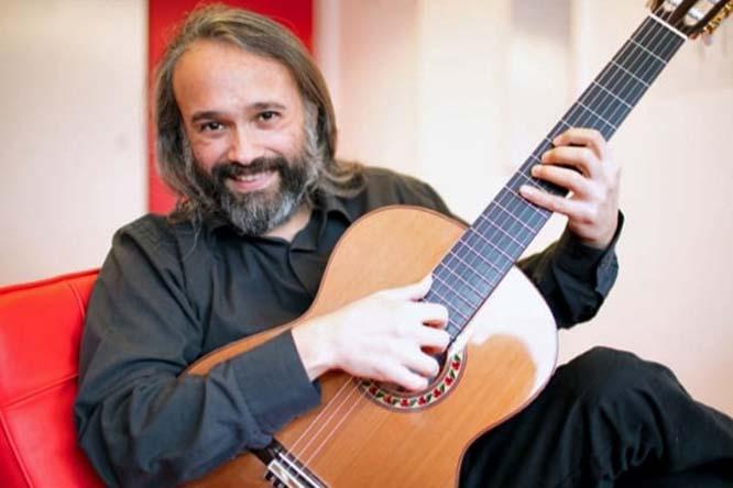 Gabriel Guillén, guitarra