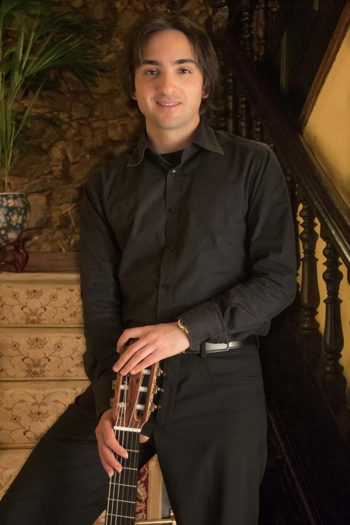 Luis Alejandro García Pérez, guitarra