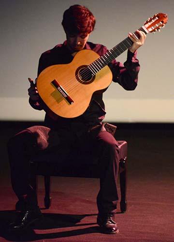 Bruno Pino Mateos, guitarra