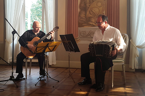 Orlando di Bello. Bandoneón. Carles Pons. Guitarra