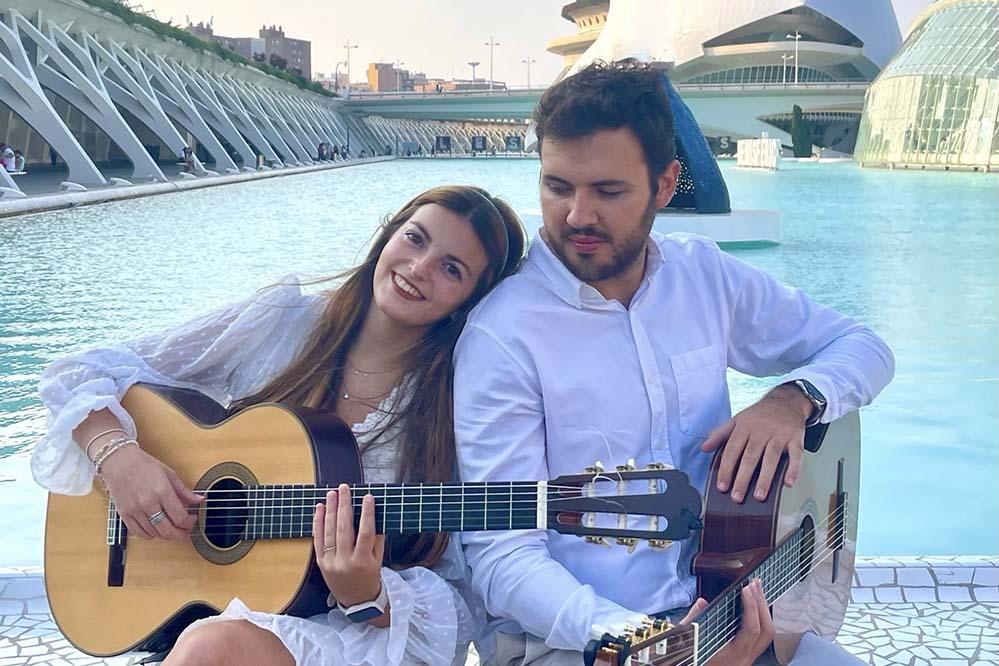 Laura Rausell Saborit (guitarra) y Rodrigo Herrero Turégano (guitarra y tenor)